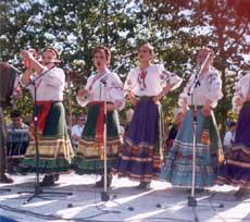 Кубанские казачки - с песней и танцами