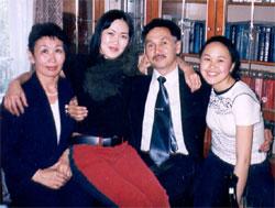 Мама, папа и дочки, июнь 2003 года