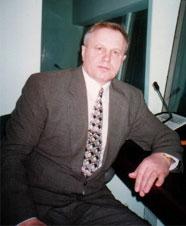В.И. Лукашов в комментаторской кабине Совета безопасности ООН в Нью-Йорке. 1996 год.