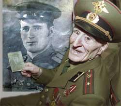 Грвардии-майор Павел Афанасьевич Андреев. Растояние в 59 лет.