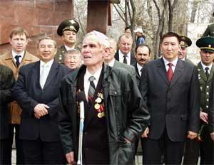 На первом плане – ветеран. Анатолий Яковлевич Загайнов: «И чтоб сильна была Россия!»