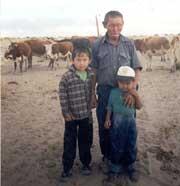 С правнуками на чайлаге. Шара-Нур, 2001 год.