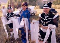 «Добро пожаловать в Туву!» Встреча Саяно-Алтайской экспедиции на трассе в ста километрах от Ак-Довурака. 2003 год.