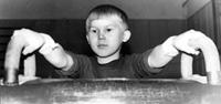 Одиннадцатилетний Володя Хертек – спортсмен. Во время тренировки на «Коне». Ноябрь 1971 года, г. Кызыл.
