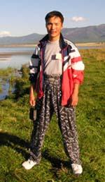 В дни съезда этнических тувинцев. Автор письма Б. Гансух на берегу озера Чагытай. 13 августа 2004 года.