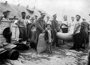 На колхозном току. Колхоз «14 лет Октября». 1940 год.