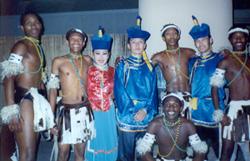 Артисты ансамбля «Саяны» с танцорами из ЮАР.