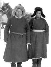 Ирисинмаа и Соян Кадып-оол на своей зимней стоянке в степях Агара. 1996 год.