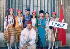Надежда Куулар и Долаана Куулар с артистами из Туниса.