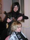 За работой – Елена Евтифьева, победитель международного конкурса парикмахерского исскуства.