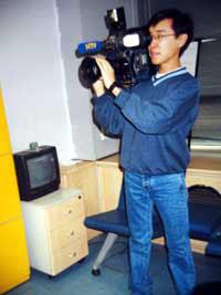 Во время стажировки в штаб-квартире телекомпании NТV. Стамбул (Турция), декабрь 2002 года.