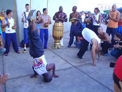 Капоэйра - традиционный бразильский уличный танец, с элементами боевых искусств.