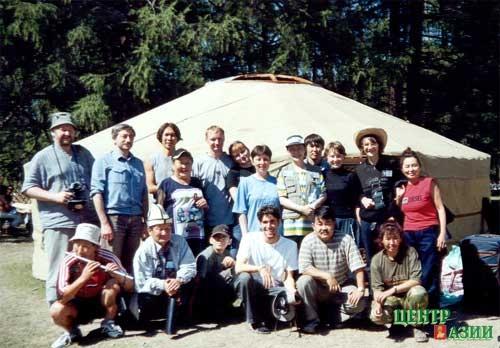 Лоран со своими новыми друзьями фестиваль Устуу-Хурээ