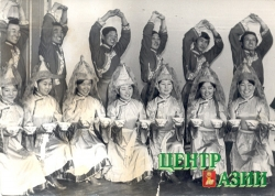 Valentina Suzuke tried herself out in dancing (first row, second from the left)– school of arts, 1976.