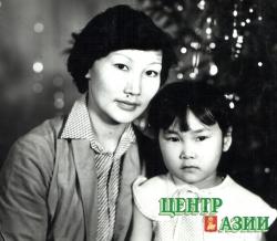 Кима с дочкой Чойганой. Наступает 1995 год.