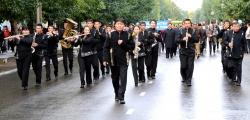 По главной площади – с оркестром