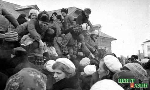 Следующая серия фотографий военных лет Владимира Ермолаева – в № 16 от 23 апреля.