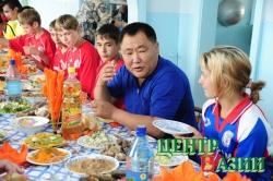 Школьникам Турана – современный спортзал с тортом на десерт