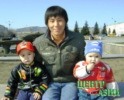Следующие – отцы.Первый – двадцатипятилетний отец троих детей Эрес Монгуш.