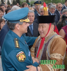 Шолбан Кара-оол и Сергей Шойгу сравнялись в должностях