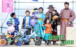 Сезон конных скачек открыт: главный призовой автомобиль уехал в Бай-Тайгу, а детская коляска – в Монгун-Тайгу