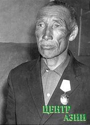 Серен Арапаевич Кужугет за успехив сохранении молодняка животных был награжден орденом «Знак почета». 1964 год.
