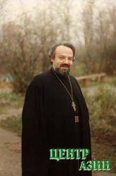Выдающийся христианский просветитель 20 века – протоирей Александр Мень (1935-1990). Был убит 9 сентября 1990 года, когда шел на Воскресную литургию. Преступление до сих пор не раскрыто. На месте гибели в подмосковном поселке Семхоз выстроена часовня.