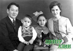 Семья. Хеймер-оол Опанович и Елизавета Ивановна с детьми Игорем и Ириной. 1970 год