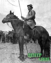 Отец Сергея Ынаалая – Бады-ХооСанчы-Мидипович – тоже был табунщиком. 1973 год