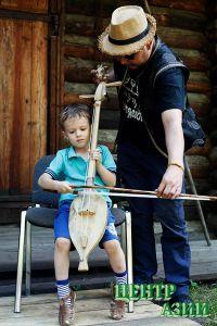 Павел Стабров. Рядом с тувинским соколом