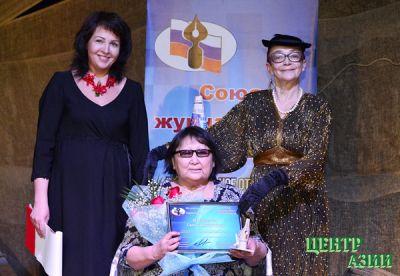 Союз журналистов Тувы объединил особыми агальматолитовыми перьями коллег из двух регионов