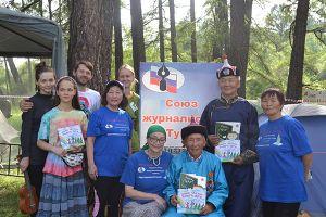 «Язык мой – друг твой»: Союз журналистов Тувы на лиственничной поляне «Устуу-Хурээ»